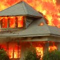夢占い 火事で隣の家が燃えていたら人間関係に注意。